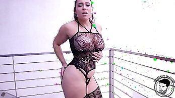 Big ass pornstar facialized by big dong