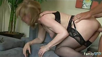 Big mama is getting her pussy fucked in the park by a perv