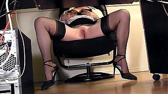 Curvy Secretary With Sexy Legs Webcam Masturbation