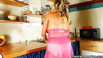 Sexy Mom Masturize Her Kitchen