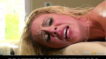 Lewd massage oil naughty skinning over gets busty Blonde MILF Elsa Kay off