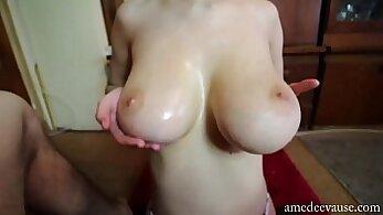 Amber_ gives great handjob and titjob