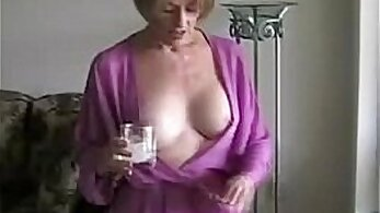 Big-titted mom wanking in the pool