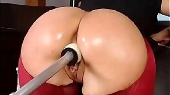 shirtless babe gets ass fucked with sex machine