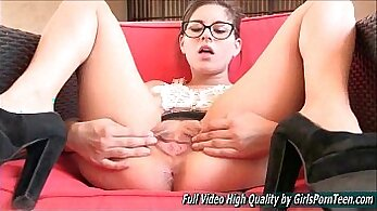 Beautiful lesb-client babe solo fingering